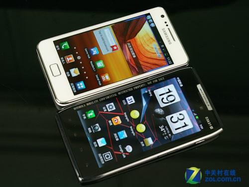 手机 – 三星I9100 VS 摩托罗拉XT910(RAZR)
